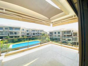 Bouskoura-LOCATION-APPARTEMENT-TERRASSE-PISCINE